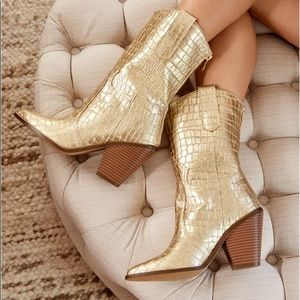 NWT 🤩 Gold Croc Booties